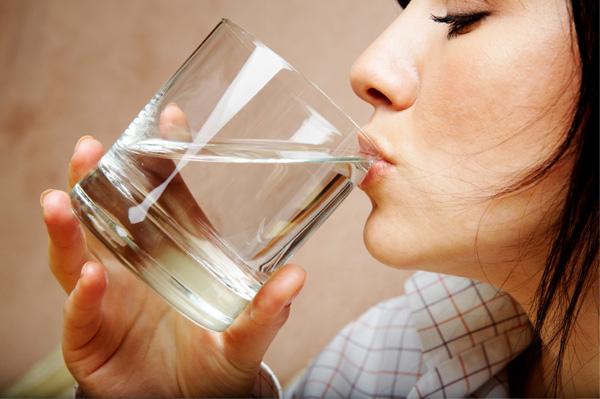woman-drinking-water